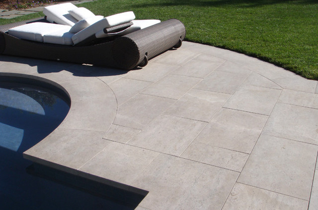 Bluestone curved pool coping tiles and pool pavers