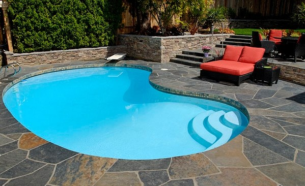 Barossa gold crazy paving natural loose crazy paving - Installing pavers around swimming pool ...